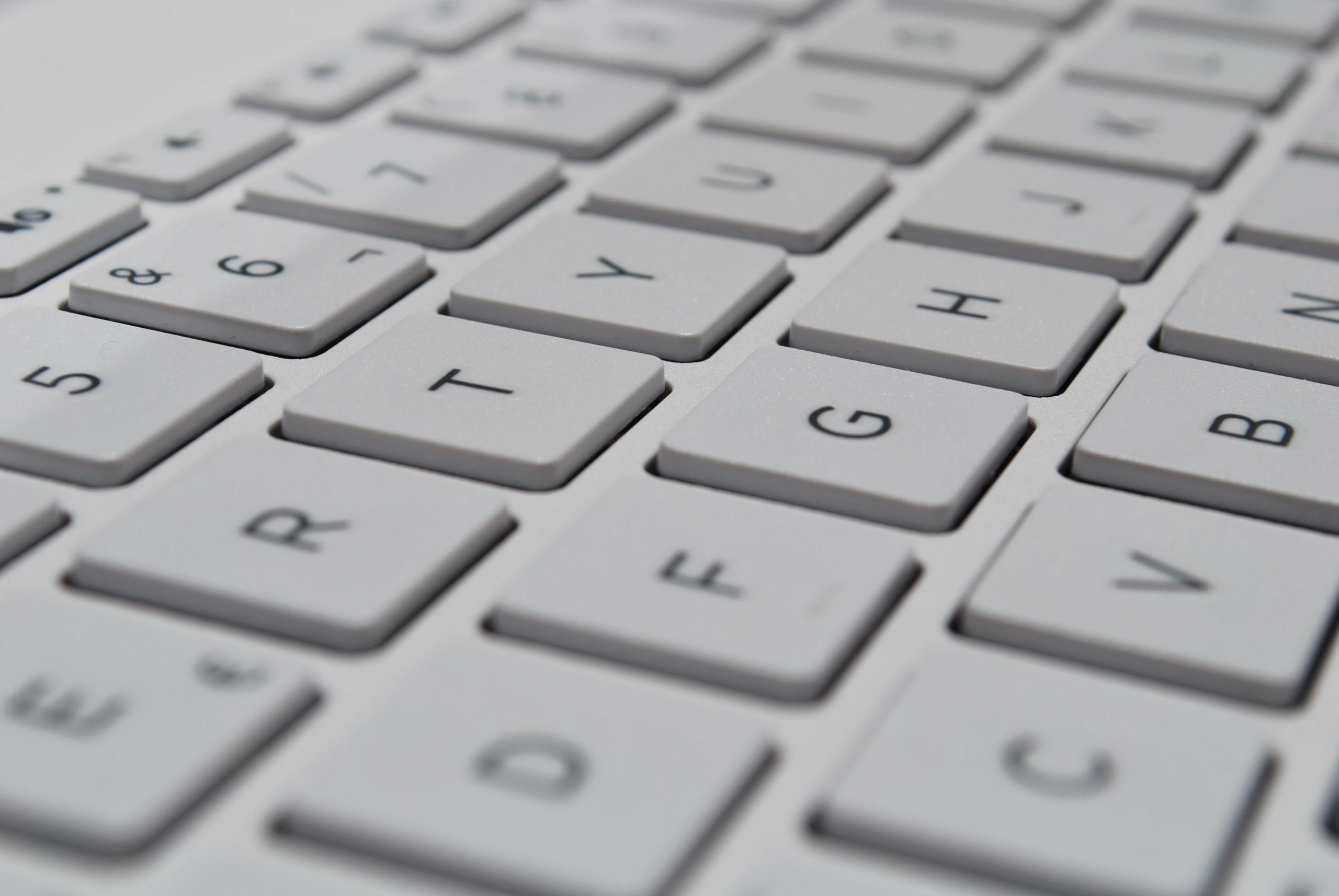 E-réputation et droit de la presse : le cabinet intervient en cas de diffamation, d'injure ou de dénigrement sur internet.